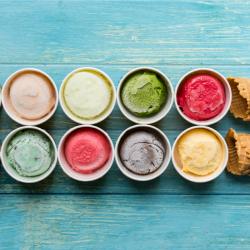 Sabores de sorvete e duas casquinhas